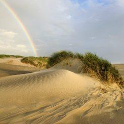 Regenboog Op Het Strand Door Ronald Van Wijk