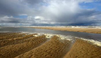 Dreigende Wolkenlucht Boven Zee Op Het Strand Van Castricum Door Ronald Van Wijk